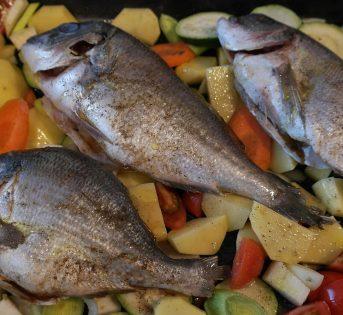 La ricetta di aprile, orata sfilettata in padella con patate