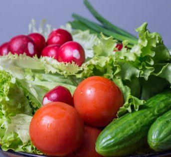 Prevenire le infiammazioni urinarie a tavola: la dieta dell'estate